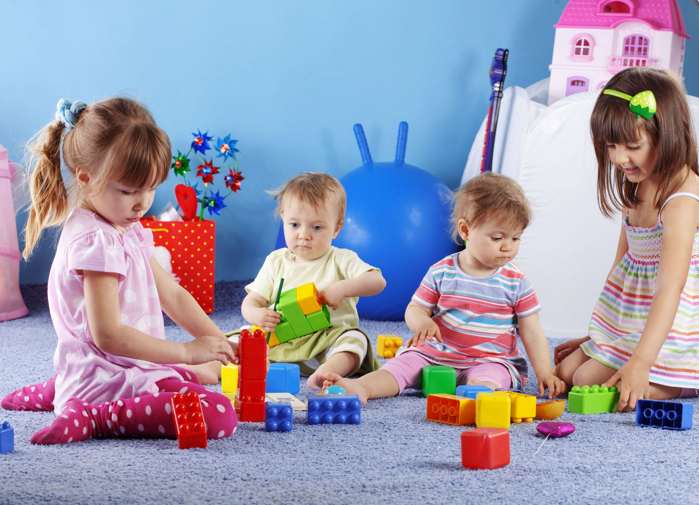 wallpaper enfants qui jouent dehors maximumwall. Black Bedroom Furniture Sets. Home Design Ideas